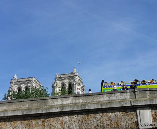 16 /26 - Aby fait un tour en bateau sur la Seine