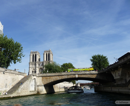 17 /26 - Aby fait un tour en bateau sur la Seine