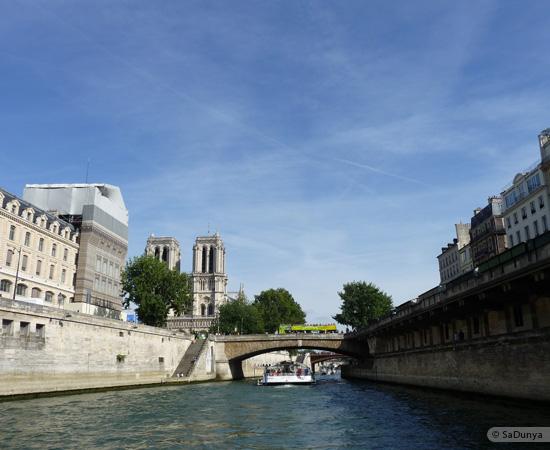 18 /26 - Aby fait un tour en bateau sur la Seine
