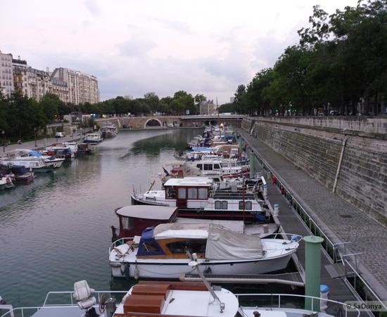 2 /26 - Aby fait un tour en bateau sur la Seine