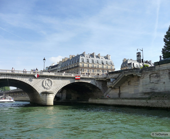 20 /26 - Aby fait un tour en bateau sur la Seine