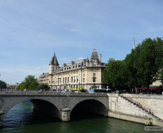 21 /26 - Aby fait un tour en bateau sur la Seine