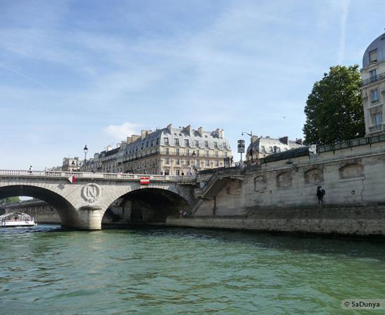 22 /26 - Aby fait un tour en bateau sur la Seine