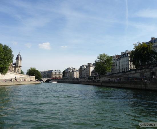 24 /26 - Aby fait un tour en bateau sur la Seine