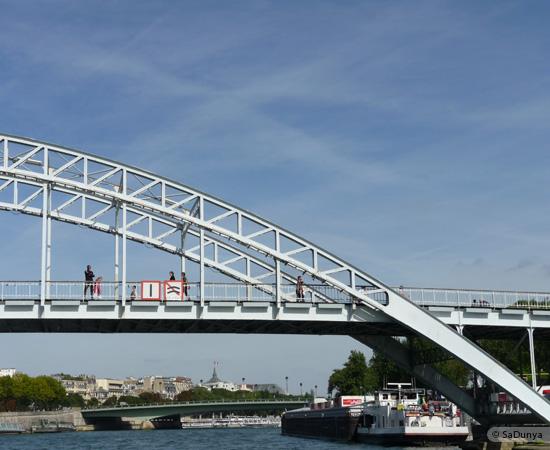 9 /26 - Aby fait un tour en bateau sur la Seine