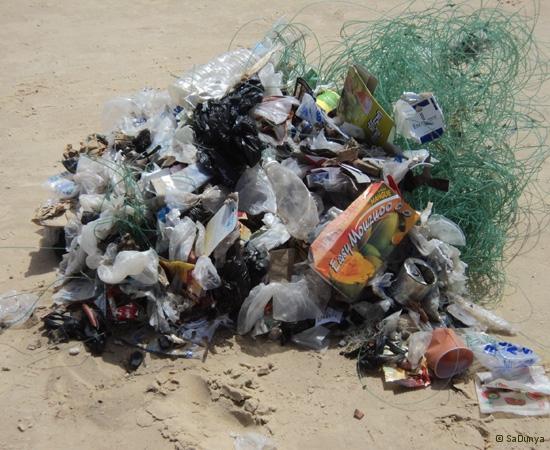 9 /12 - Le nettoyage de la plage de Yoff (ordures)