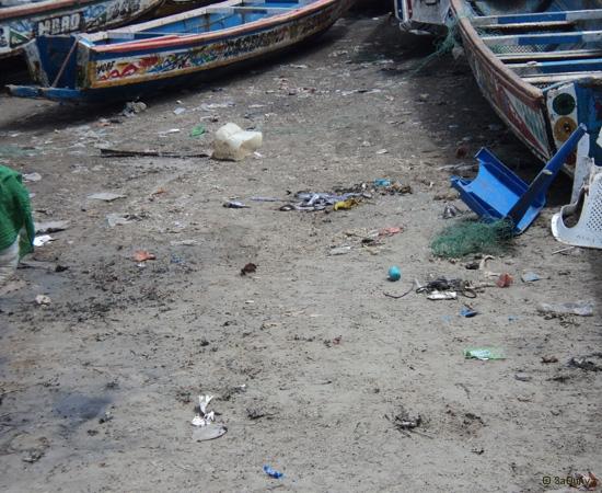 8 /12 - Le nettoyage de la plage de Yoff (ordures)