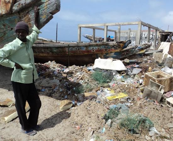 12 /12 - Le nettoyage de la plage de Yoff (ordures)