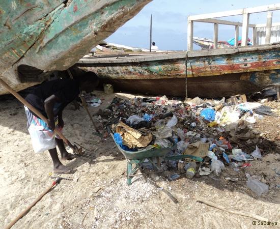 11 /12 - Le nettoyage de la plage de Yoff (ordures)