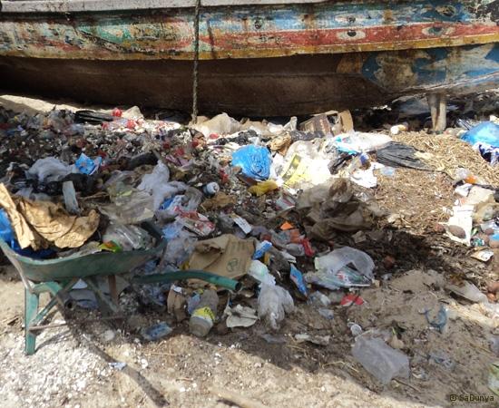 5 /12 - Le nettoyage de la plage de Yoff (ordures)