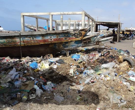 4 /12 - Le nettoyage de la plage de Yoff (ordures)