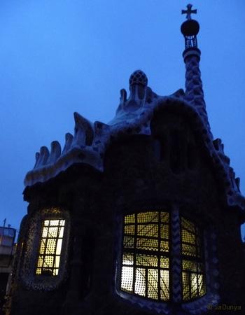 SaDunya au Park Güell à Barcelone en Espagne - 12/22