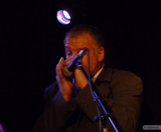 2 /24 - Paul Lassey joue avec Deep River au Clou