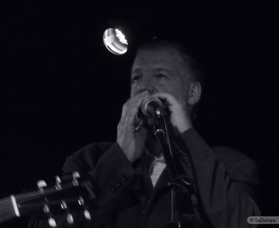 5 /24 - Paul Lassey joue avec Deep River au Clou