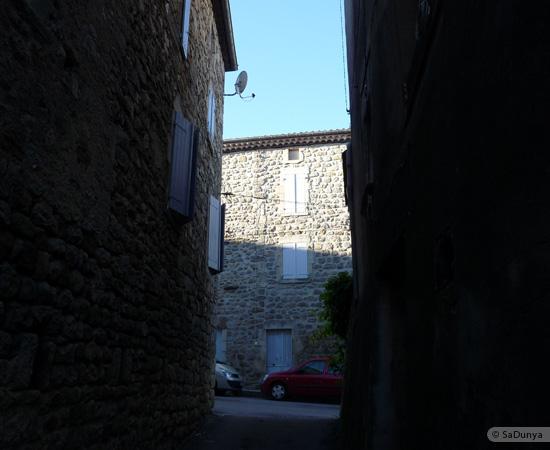 10 /23 - village de Lablachère en Ardèche