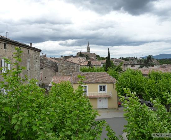 21 /23 - village de Lablachère en Ardèche