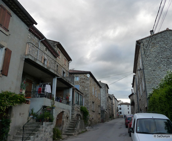 6 /23 - village de Lablachère en Ardèche