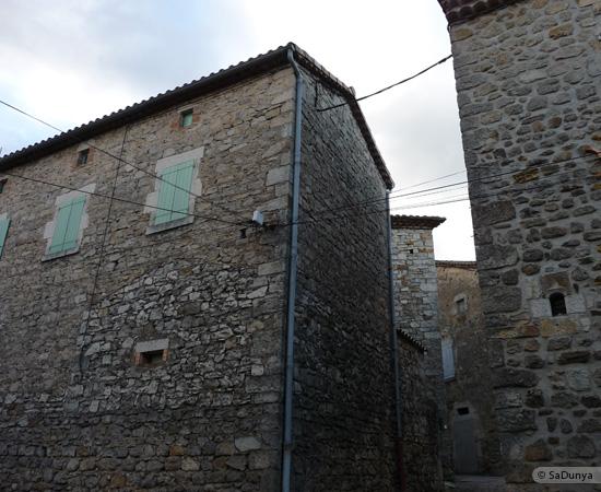 7 /23 - village de Lablachère en Ardèche
