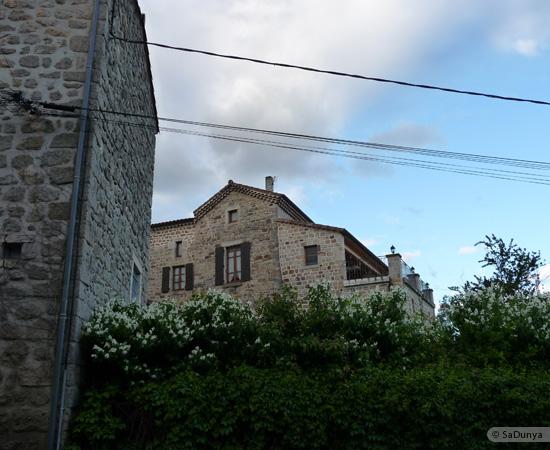 8 /23 - village de Lablachère en Ardèche
